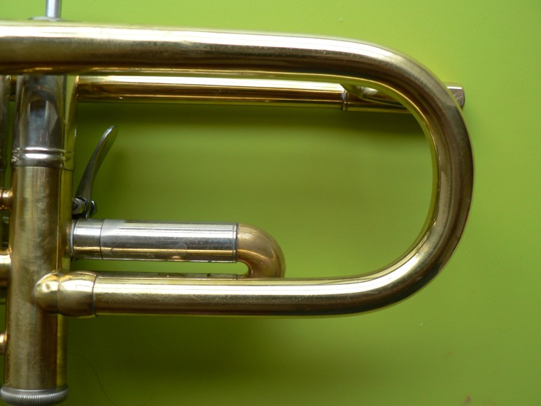 how to hold a scherzer piccolo trumpet
